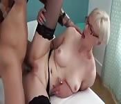 Una mamma bionda arrapata