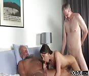 Uomini anziani in un terzetto
