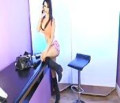 Modelo porno encantadora mostrando seu corpo