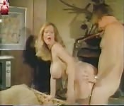 Tetona seduciendo una polla