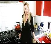 Pompino in cucina