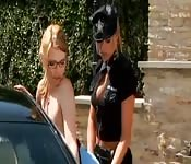 Policjantka pieprzy się z rudą laską