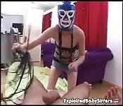 Sasha Grey, masquée, se fait baiser