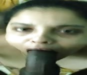 Una ragazzaccia di Delhi sbocchina un cazzo enorme