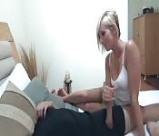 Orgasmushilfe für ihren Bruder