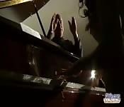 Jovem garota fode com seu professor de piano