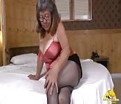 Abuela latinchili se masturbará su coño