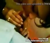 Chica india chupando polla en un video POV