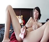 Puta mona se masturba
