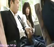 Kerel trekt af op de bus