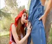 Mały czerwony kapturek rżnie wielkiego kutasa