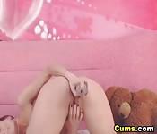 Una ragazza sexy e porca si masturba la fica