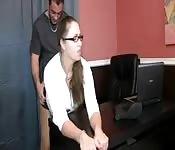 Assistante enregistre son boss qui la baise