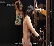 Chica dominando a chica