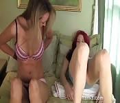 Die Schönheiten Kandie und Camille beim Masturbieren