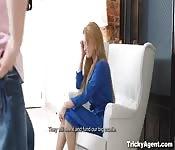 Falso agente - Audición sexual con pequeña adolescente