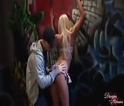 La bionda e il graffitaro