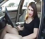 Garota bonita e tarada em porno no carro
