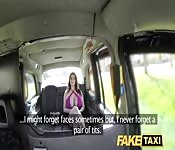 Morena tetona follada en taxi falso