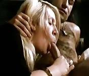 Une maman mature et son copain vont baiser sexy