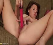 Milf makes the best of her dildo