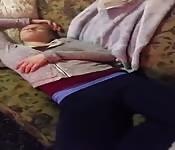 Addormentata sul divano