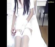 Asiática cosplayer juega con su chocho