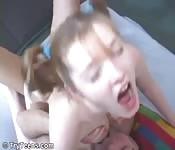 Teen bekommt Schwanz in ihren süßen kleinen Arsch