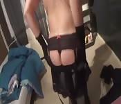 Vidéo maison d'une mature en plein strip-tease