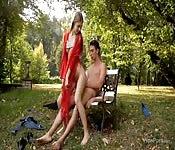 Elle baise un étranger dans le parc