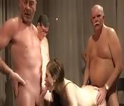 Jovencita follada por cinco viejos