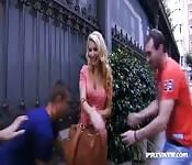 Gangbang con una teen española