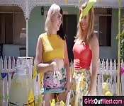 lemonade girls take a break eating pussy
