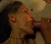 Reife Amateurin gibt Blowjob