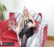 EuMature Blonde belle mature avec gross seins