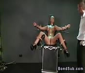 Tetona caliente disfruta del bondage