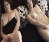 Teen in her mom have awkward threesome
