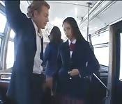 Sesso proibito con una studentessa sull'autobus