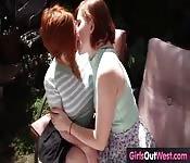 Seksowne lesbijki liżą sobie sutki