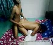 Una vaccona indiana beccata mentre prende del cazzo in camera da letto