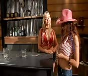 As cowgirls Abbey Brooks e Dani Cole