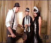 Plan à trois style mafia