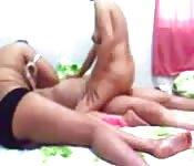 Indias adorables asaltan a maduro pervertido