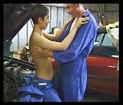 Follando con el mecánico