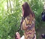 MILF gordita morena tiene sexo en el campo