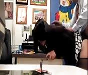 Sexo en la oficina con una guarrísima