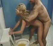 Vecinos traviesos llevan su escapada sexual abajo