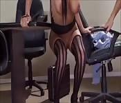 Anissa Kate follada en la oficina