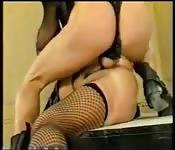 BDSM com coroa loira