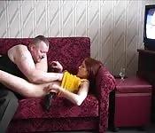 Vader neukt zijn dochter